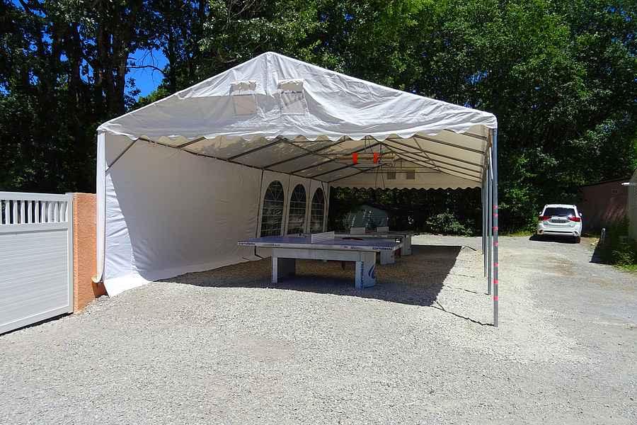 Tables de ping-pong au camping du lac à Curbans