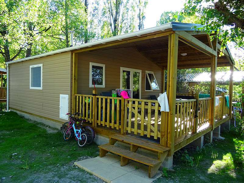 Comfortable chalet rental at the Lac campsite in Curbans
