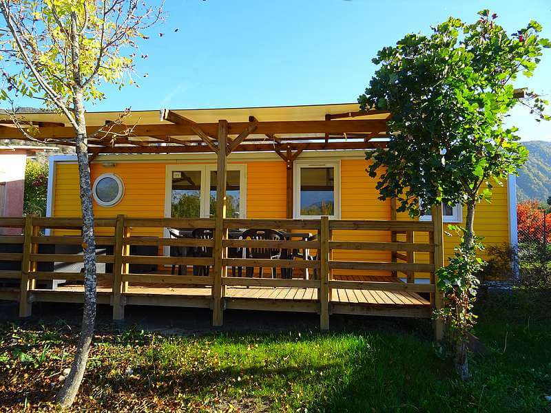 Premium mobile home 3 bedrooms with covered terrace equipped with garden furniture