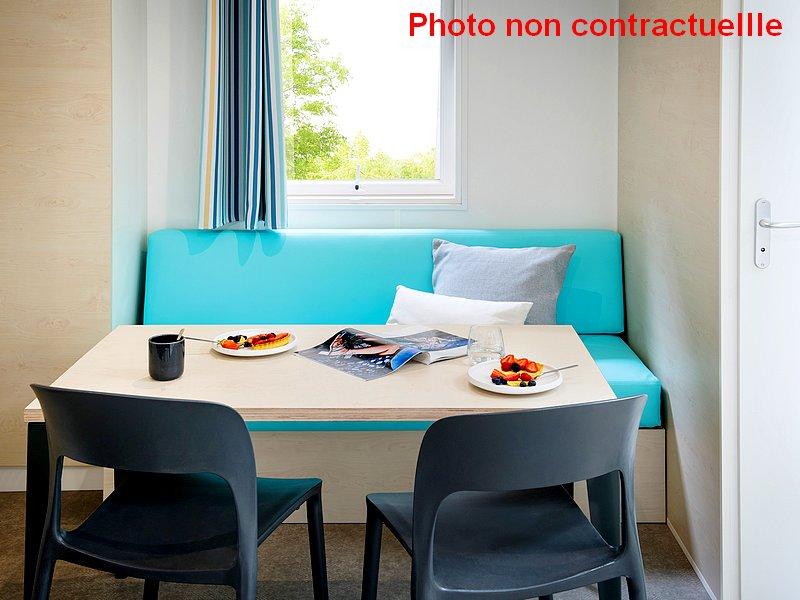 Mobil home Premium 2 chambres coin salon et repas au camping du Lac à Curbans