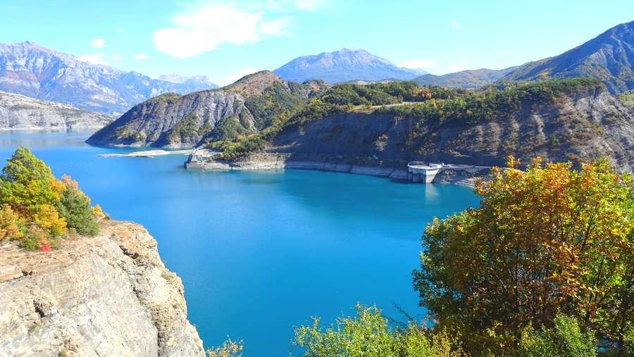 Le camping du lac à Curbans est à 30mn du barrage du lac de Serre Ponçon