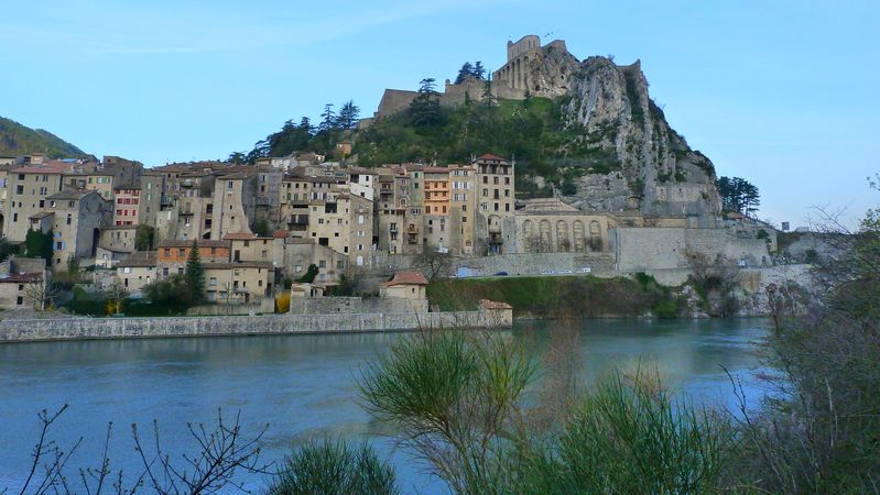 La citadelle de Sisteron dans les Alpes de Haute Provence