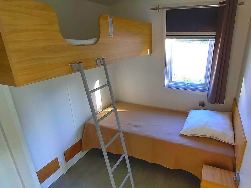 Mobil home Premium pmr 2 chambres au camping du Lac à Curbans la chambre des enfants