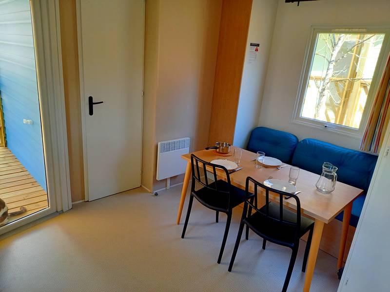 Mobil home Résidence Ecrins l'espace salon au camping du Lac à Curbans