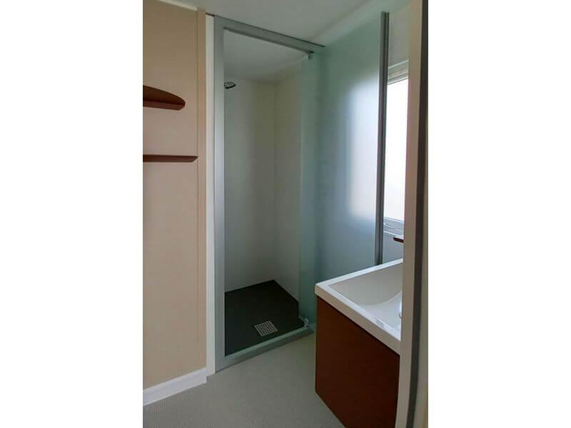 Mobil home Résidence Ecrins la salle d'eau